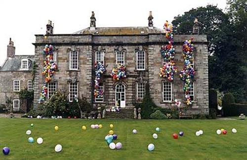 tim-walker-4-house-ballons