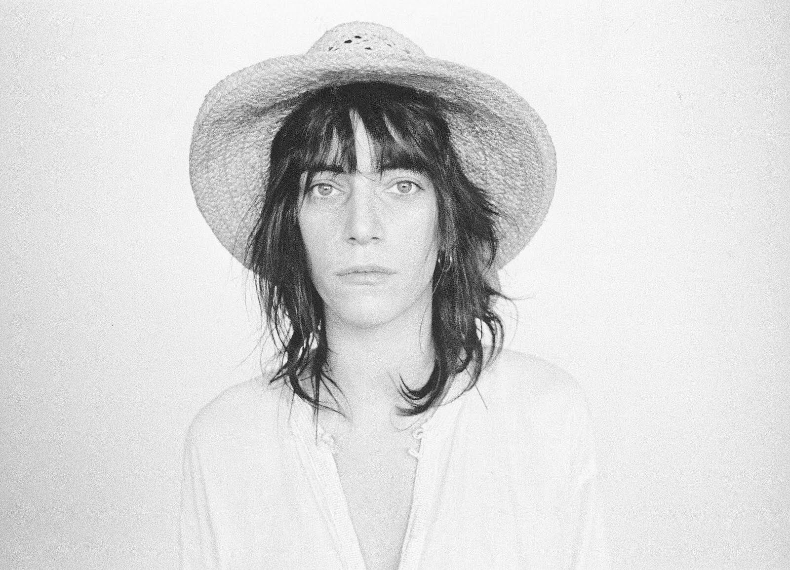 http://thethinkingtank.files.wordpress.com/2011/07/patti-smith-by-judy-linn-7.jpg
